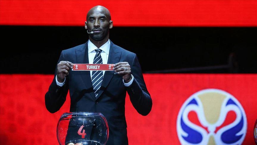 ABD'li ünlü basketbolcu Kobe Bryant helikopter kazasında hayatını kaybetti