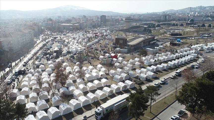 Türkiye, Elazığ depremi sonrası yardım için zamanla yarıştı!