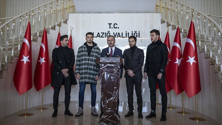Bakan Kasapoğlu ve futbolcular depreme ilişkin açıklama yaptı