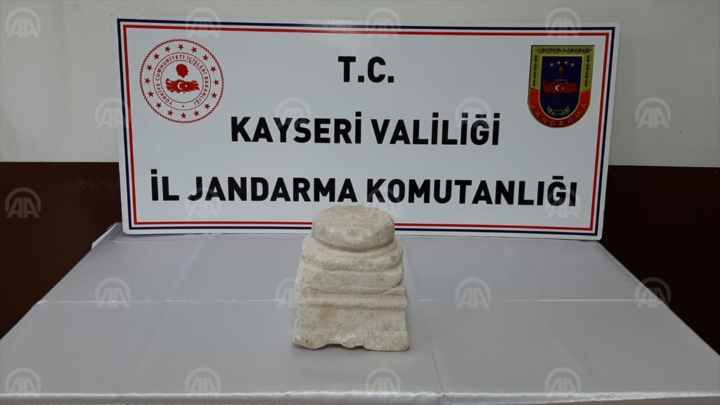 Kayseri'de Roma dönemine ait sütun kaidesi ele geçirildi