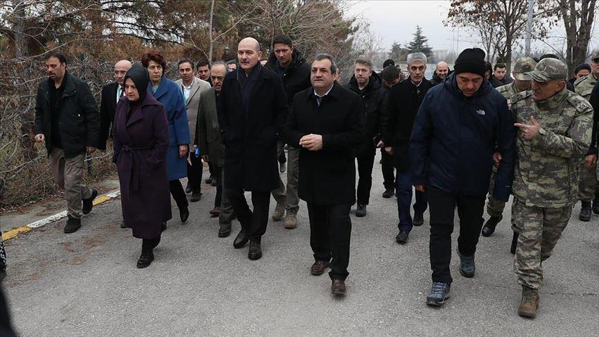 Bakan Soylu Elazığ'da konteyner kent kurulacak alanda inceleme yaptı