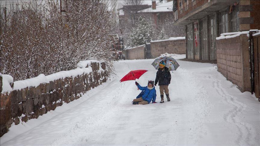 Kar yağışı nedeniyle bazı illerde eğitime ara verildi!