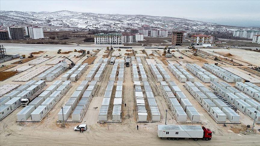 Elazığ'da enkaz kaldırma ve konteyner kent kurulum çalışmaları sürüyor