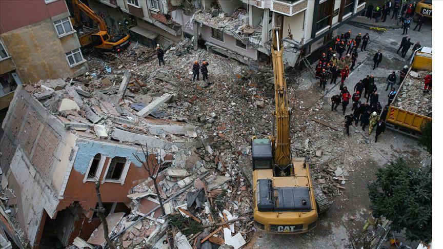 Bahçelievler'de çöken binanın enkazı kaldırıldı