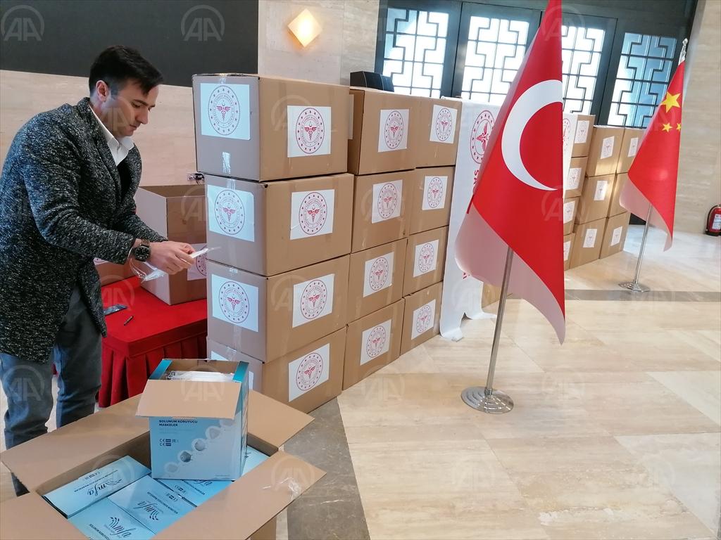 Türkiye'den Çin'deki sağlık çalışanlarına koruyucu malzeme yardımı