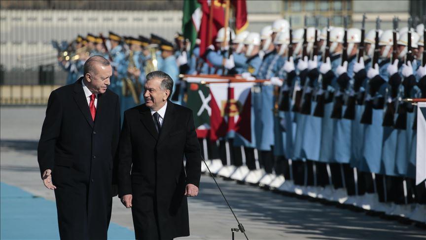 Erdoğan Özbekistan Cumhurbaşkanı Mirziyoyev'i törenle karşıladı