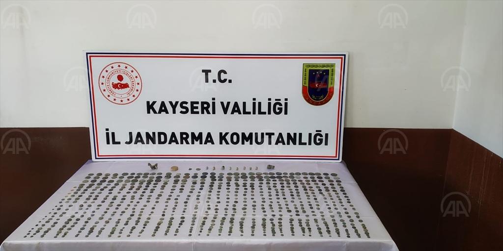Kayseri'de tarihi eser operasyonunda 753 sikke ele geçirildi!