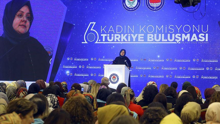 Aile, Çalışma ve Sosyal Hizmetler Bakanı Selçuk kadınlarla buluştu