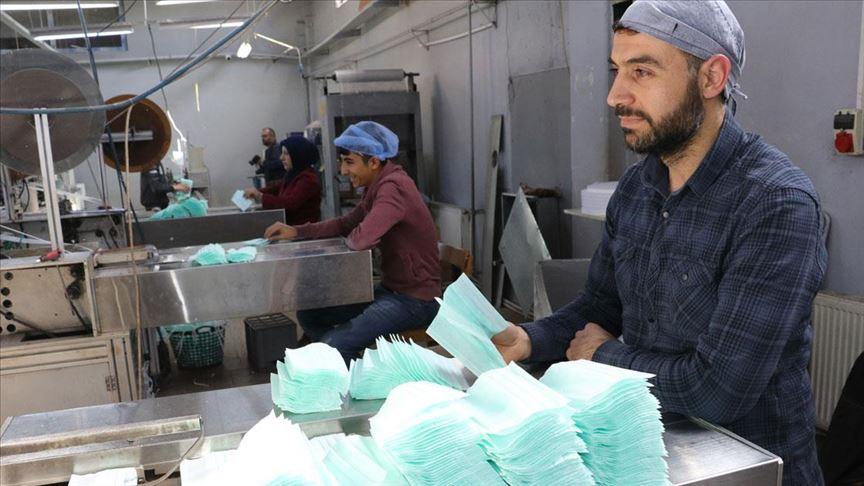 Yozgat'ta maske fabrikası üretimini artırdı