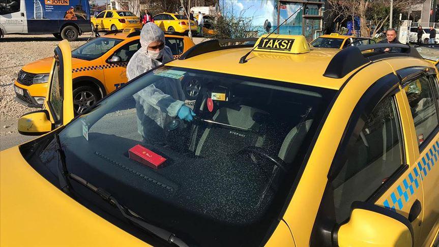 İstanbul'daki taksiler koronavirüse karşı dezenfekte ediliyor