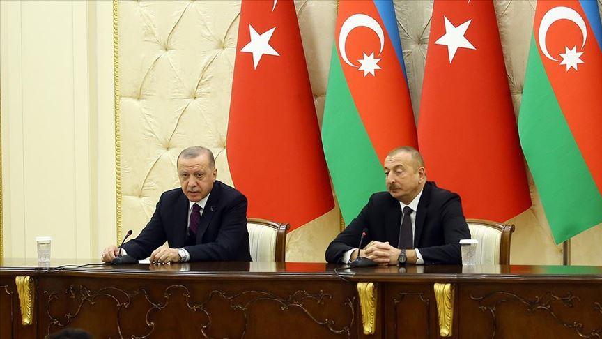 Türkiye-Azerbaycan arasında kara ve hava yolu ulaşımı geçici süreyle durduruldu