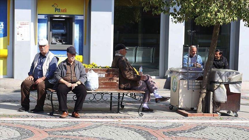 65 yaş üzeri ve kronik rahatsızlığı olanlara yönelik sokağa çıkma kısıtlamasıyla ilgili istisnalar belirlendi