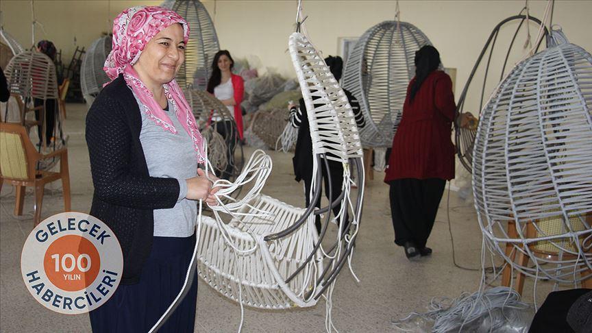 Nevşehir'in Akarca Köyü'nün kadınları el emeği ürünleriyle aile bütçesine katkı sağlıyor