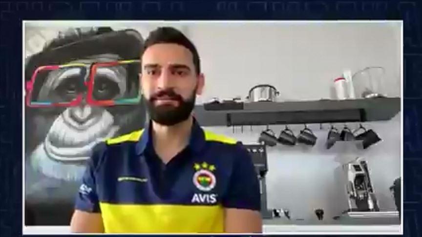 Fenerbahçeli futbolculardan videolu 'Evde Kal' çağrısı
