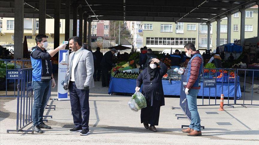 Başkentteki sebze pazarında 'Kovid-19 talimatları' uygulanmaya başlandı