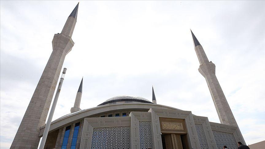 Ahmet Hamdi Akseki Camisi'nde cuma namazı kılındı