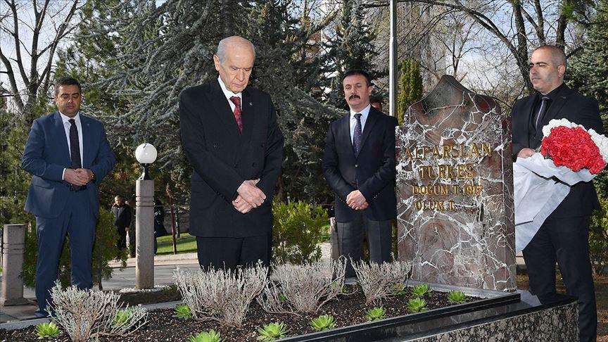 Bahçeli, Alparslan Türkeş'in anıt mezarını ziyaret etti!