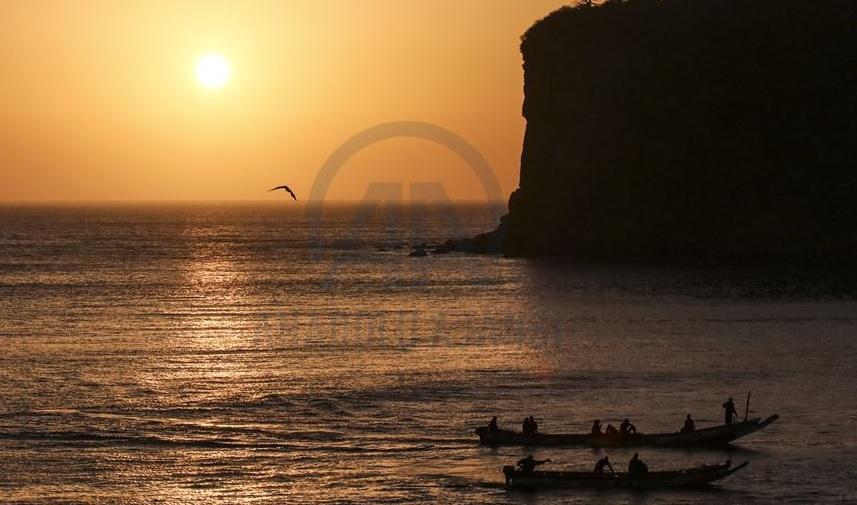 """Dakar'da mavi okyanus ve göğün kızıl şöleni: """"Gün Batımı"""""""