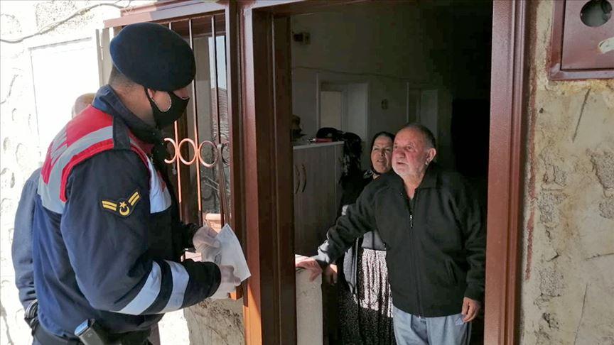 Niğde'de 89 yaşındaki Bilal dede Milli Dayanışma Kampanyası'na destek verdi