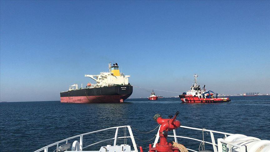 İstanbul Boğazı'nda makina arızası yapan tanker kurtarıldı