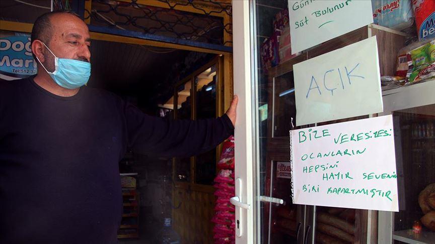 Sivas'ta bir hayırsever 10 bakkalın veresiye defterlerindeki borçları ödedi