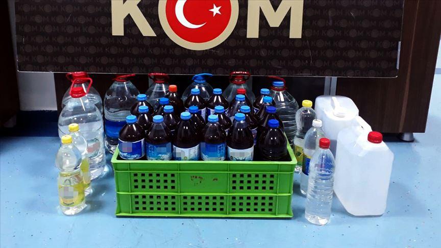 Adana'da imalathaneye dönüştürülen evde 1575 litre sahte içki ele geçirildi