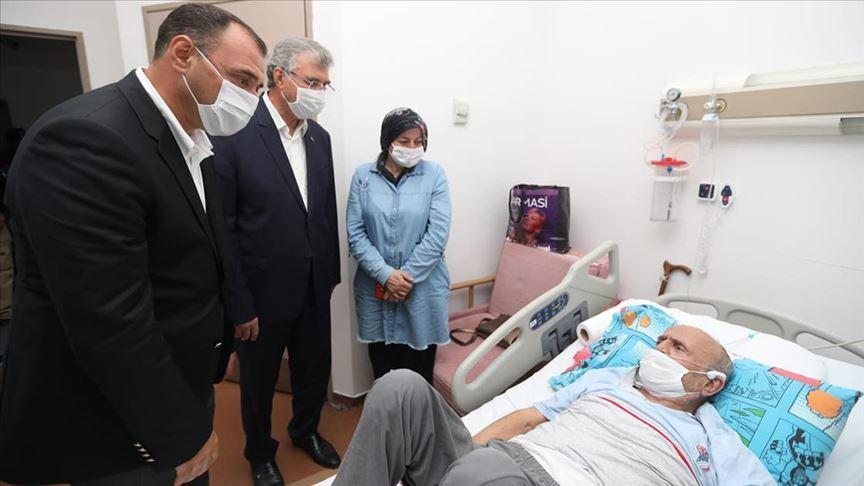 Sakarya Valisi Kaldırım ve Büyükşehir Belediye Başkanı Yüce, patlamada yaralananları ziyaret etti