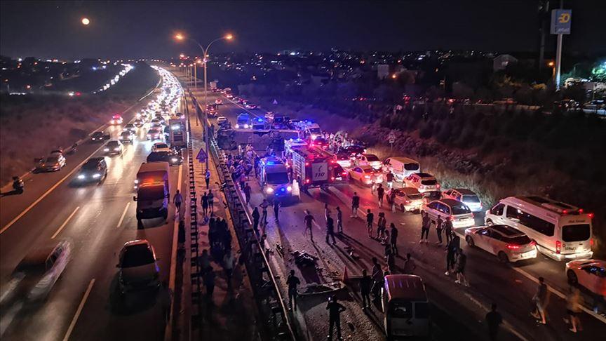 Kocaeli'de yolcu otobüsü devrildi: 1 ölü, 14 yaralı