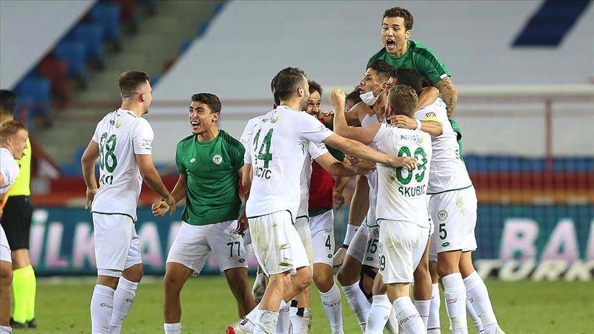 Kritik galibiyetler Konyaspor'u ligde tuttu!