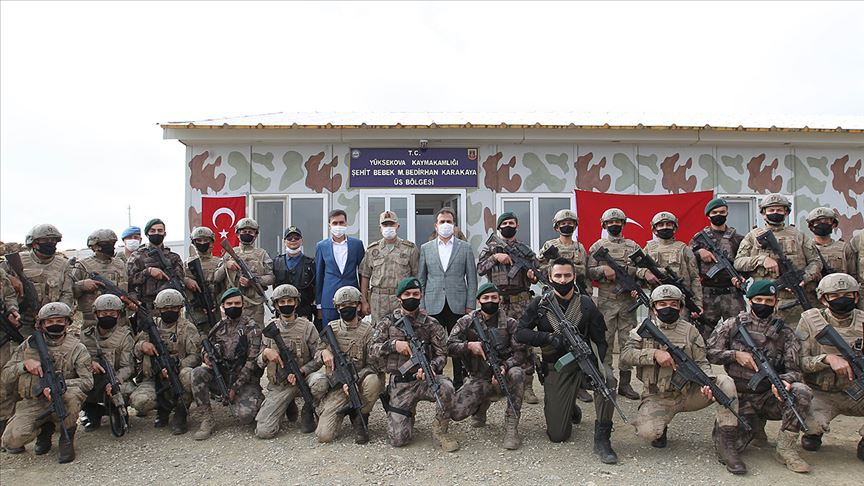 Soylu 'Şehit Bebek M. Bedirhan Üs Bölgesi'ndeki güvenlik güçlerinin bayramını kutladı