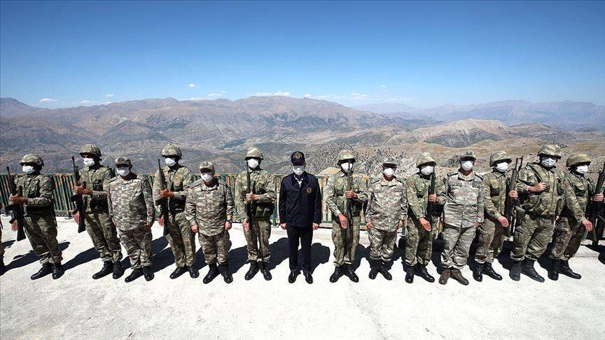 Akar ve komutanlardan Irak sınır hattındaki birliklere denetleme