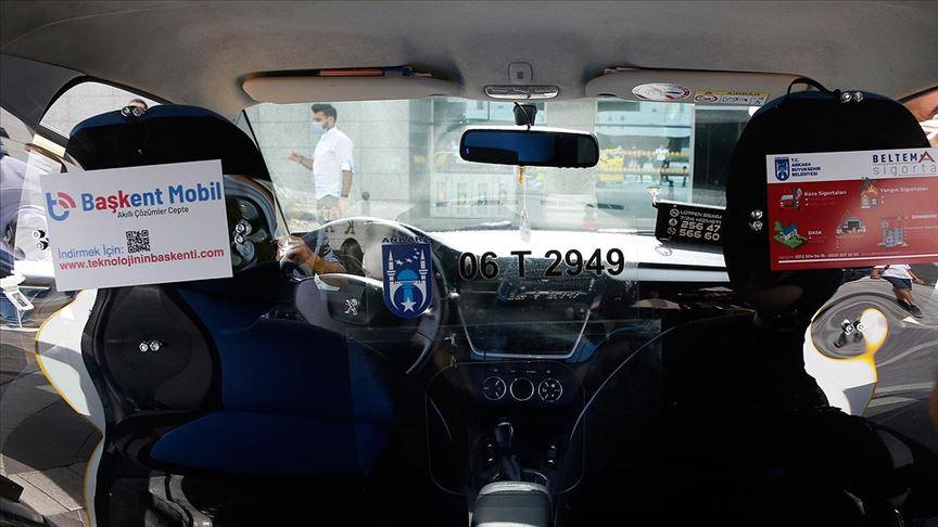Başkentteki taksilerde Kovid-19'la mücadelede 'şeffaf panel' dönemi başlıyor