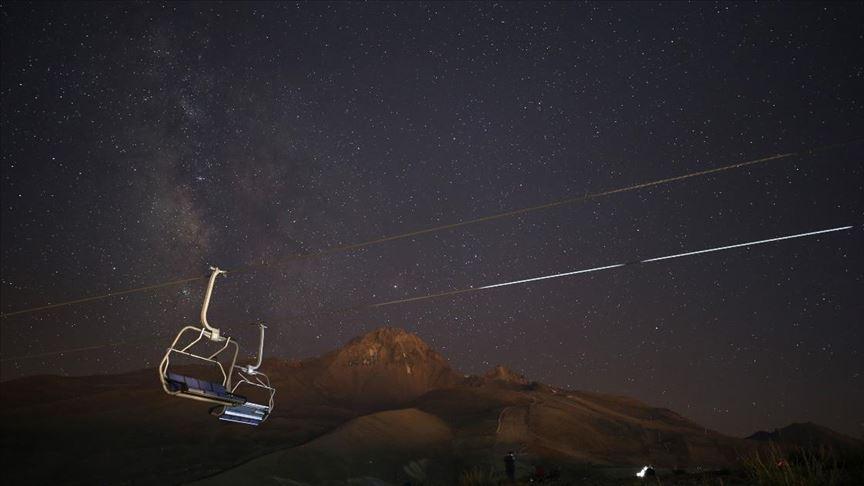 Meteor yağmurunu Erciyes Dağı ve Yedigöller'de izlediler