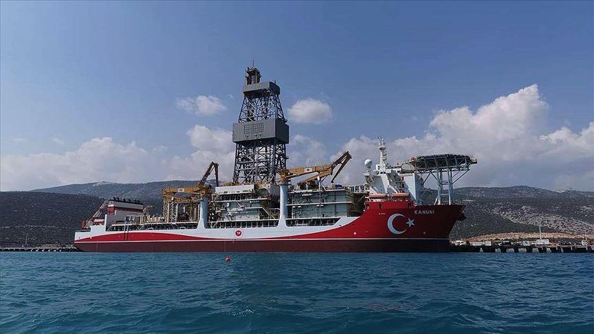 Kanuni sondaj gemisinin Mersin'deki 'molası' sürüyor..