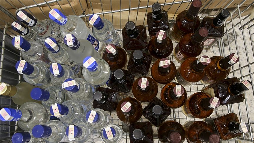 Başkentte 3 ton etil alkol ile 500 litre sahte içki ele geçirildi!