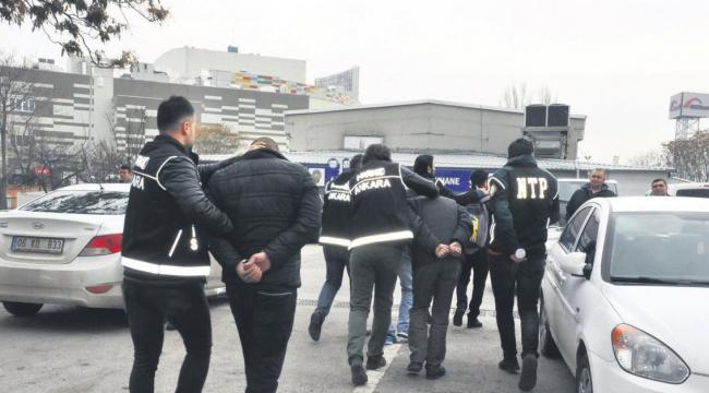 Kayseri'den Ankara'ya uyuşturucu madde getiren zanlılar yakalandı