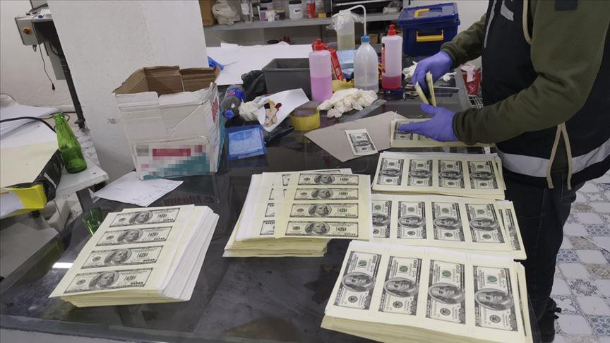 Kocaeli'de matbaa atölyesinde sahte 1,5 milyon dolar ele geçirildi