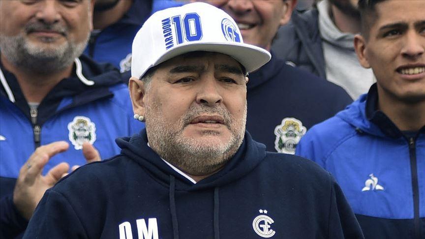 Arjantinli efsane futbolcu Maradona hayatını kaybetti!