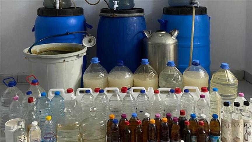 İzmir Dikili'de 462 litre kaçak içki ele geçirildi!
