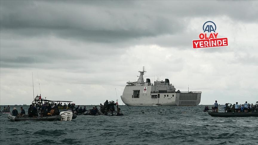 Endonezya'da düşen yolcu uçağının kara kutusu denizden çıkarıldı