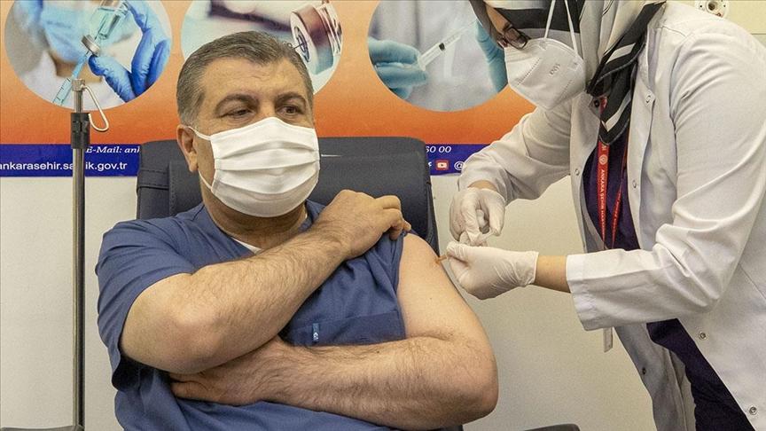 İlk CoronaVac aşısı Sağlık Bakanı Koca'ya yapıldı!