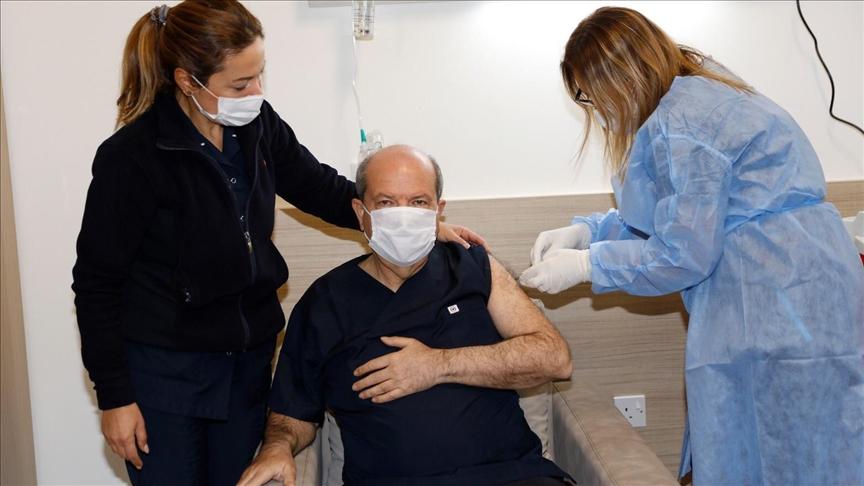 KKTC'de ilk Kovid-19 aşısı Cumhurbaşkanı Tatar'a yapıldı