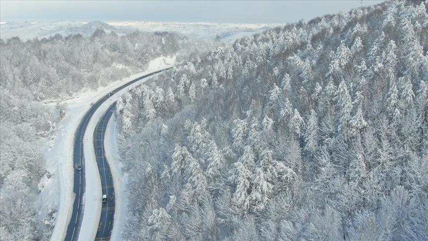 Batı Karadeniz'te kar manzarası hayranlık uyandırıyor