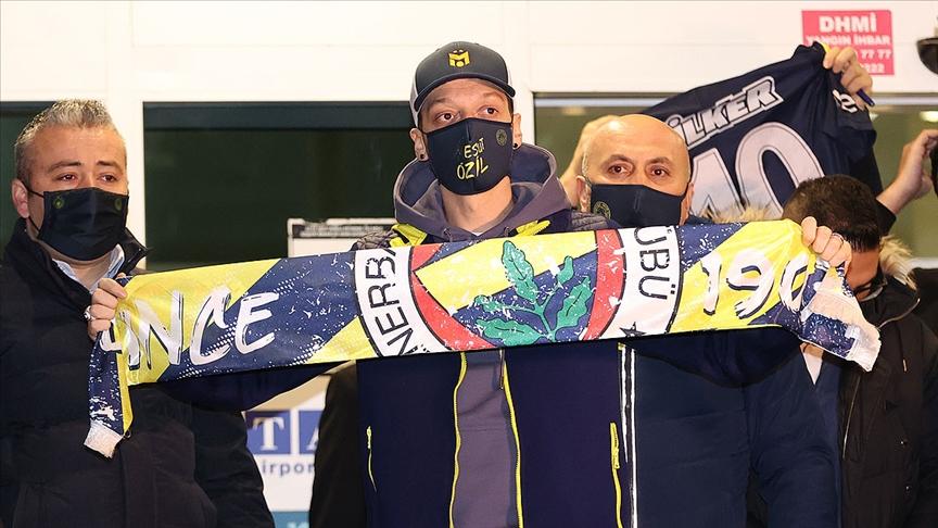 Mesut Özil'in Fenerbahçe için İstanbul'a gelişi dünya basınında yer buldu
