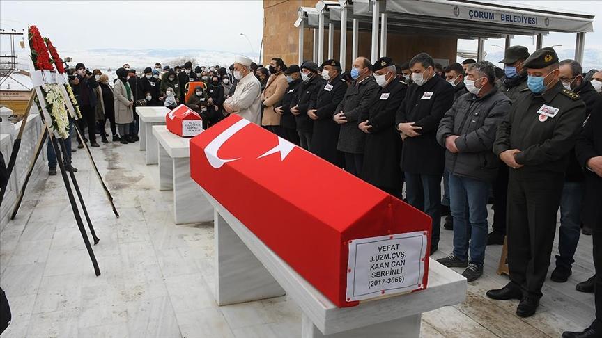 Tüp patlamasında hayatını kaybeden uzman çavuş ve oğlunun cenazesi defnedildi