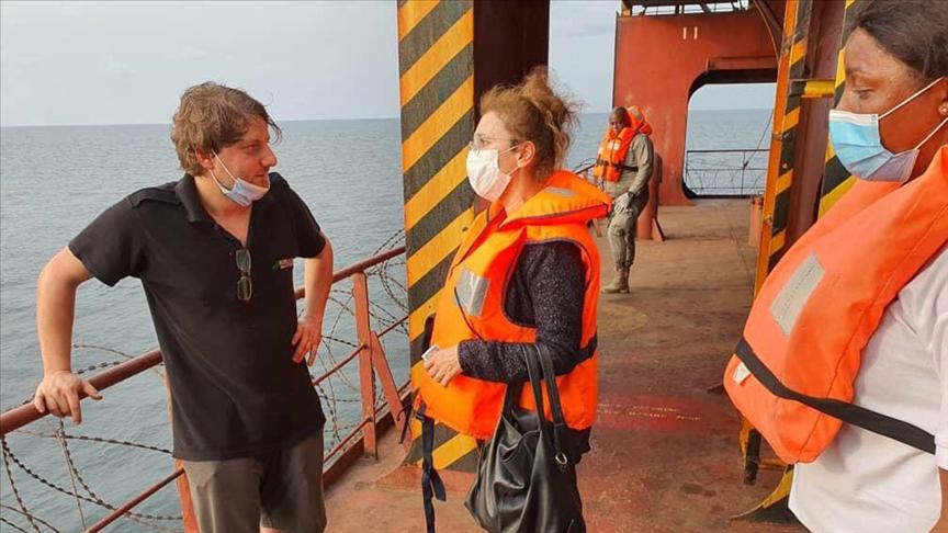 Türkiye'nin Librevil Büyükelçisi Kaygısız, korsan saldırısına uğrayan geminin mürettebatıyla görüştü