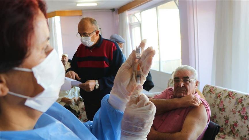 75 yaş üzerindekilerin Kovid-19 aşılaması bugünden itibaren sağlık kuruluşlarında başlıyor