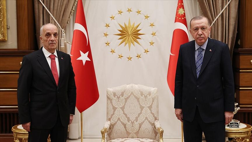 Türk-İş Genel Başkanı Atalay, Cumhurbaşkanı Erdoğan'a çalışma hayatının sorunlarıyla ilgili rapor sundu