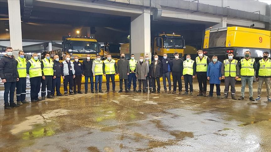 Esenboğa Havalimanı'na sorunsuz inen pilotlardan karla mücadele ekiplerine teşekkür