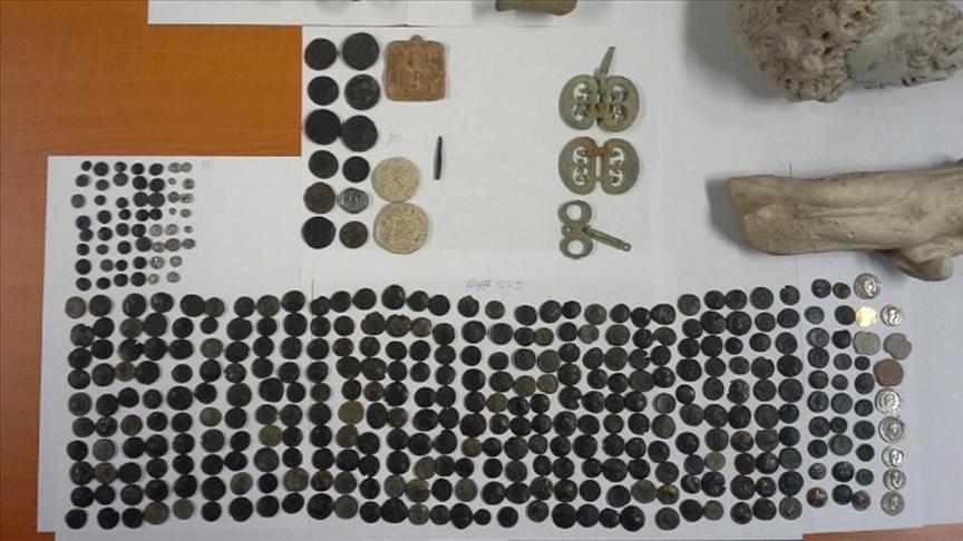 Macaristan Gümrüğü'nde yakalanan Anadolu'nun 412 tarihi eseri Türkiye'ye getiriliyor